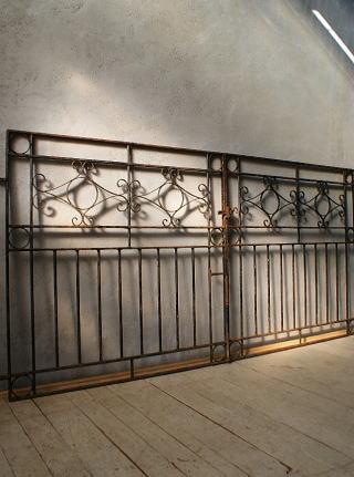イギリスアンティーク アイアンフェンス ゲート柵 ガーデニング 6030