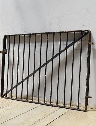 イギリスアンティーク アイアンフェンス ゲート柵 ガーデニング 6875