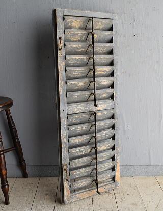 ルーマニア製 アンティーク 木製ルーバー雨戸 ディスプレイ 建具 8357