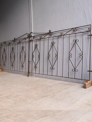イギリスアンティーク アイアンフェンス ゲート柵 ガーデニング 9771
