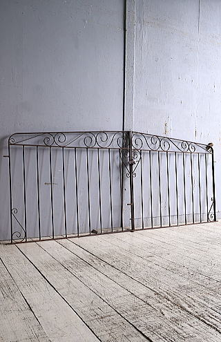 イギリスアンティーク アイアンフェンス ゲート柵 ガーデニング 9927